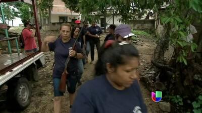 Mujeres armadas en grupo de autodefensa del estado de Guerrero en México