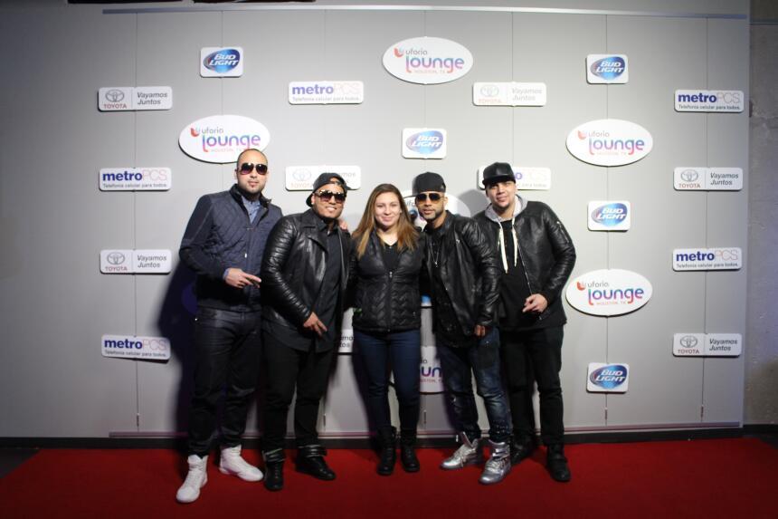 Se tomaron la foto con su grupo favorito en la experiencia Uforia Lounge.