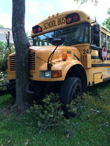 Hay al menos 14 heridos, el autobús se dirigía a la escuela preparatoria...