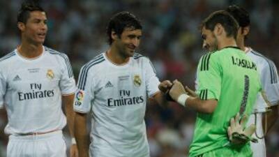 El delantero español tuvo la oportunidad de hablar con algunos ex compañ...