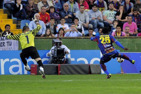 Pero la respuesta del Levante no tadó y Felipe Caicedo sacó provecho de...