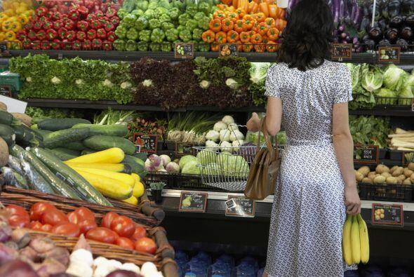 Alimentos más seguros. Utiliza agua oxigenada al 3% para rociar tus vege...