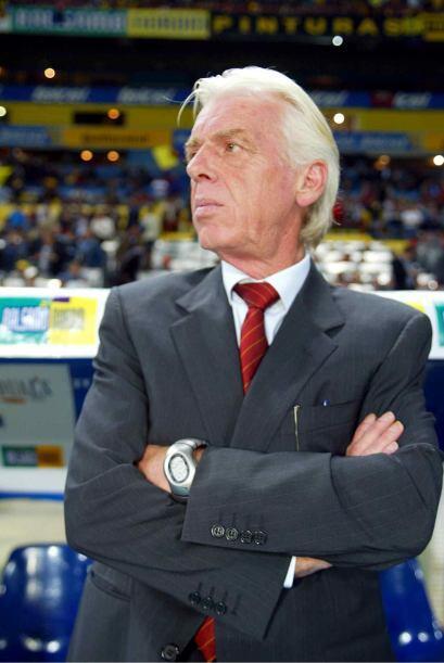 Para el siguiente año dirigió a Chivas, pero no logr&oacut...