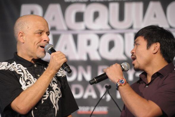 El cantante Dan Hill cantó junto a Manny Pacquiao en la conferencia de p...