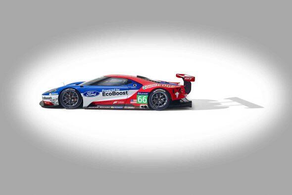 """""""A medida que desarrollamos el Ford GT, desde el principio, queríamos as..."""