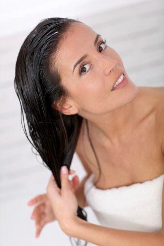 Lava tu melena con jabón cada tercer día y déjalo descansar usando sólo...