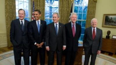 Los presidentes más recientes, junto al actual mandatario, Barack Obama,...