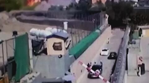 En video, la violenta explosión de un coche bomba en Afganistán que caus...