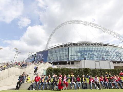 Gran ambiente en Londres y en las afueras del Estadio de Wembley para la...