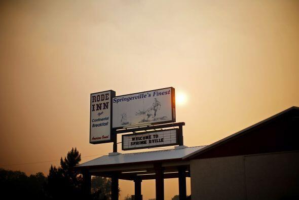 El incendio de unos 1,500 kilómetros cuadrados (607 millas cuadradas) de...