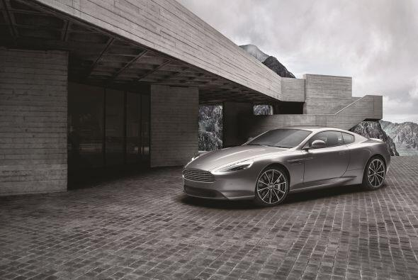 La firma británica presentó el Aston Martin DB9 GT Bond Edition. Una edi...