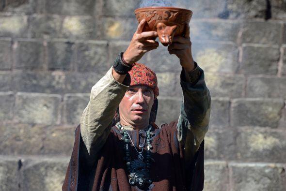 Marroquín, quien llegó a Tikal con otros sacerdotes para hacer una cerem...
