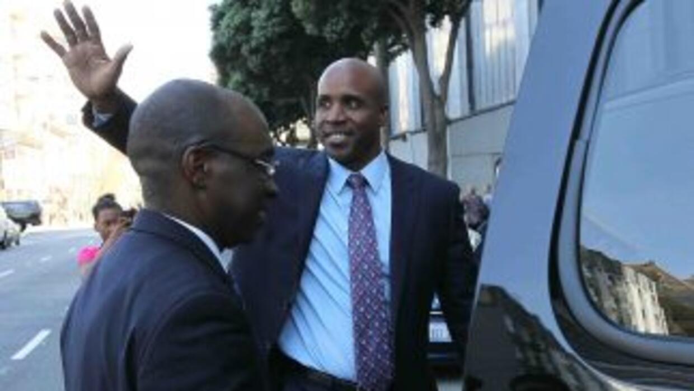 Barry Bonds está acusado de mentir en el 2003 a un Gran Jurado que inves...