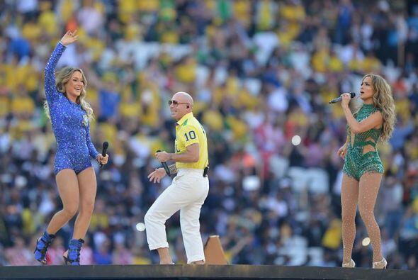 Junio 12 - Ceremonia de apertura del Mundial 2014. Una bola luminosa con...