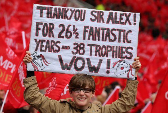 Y es que, tal y como lo dice esta pancarta, casi 27 años al frente de lo...