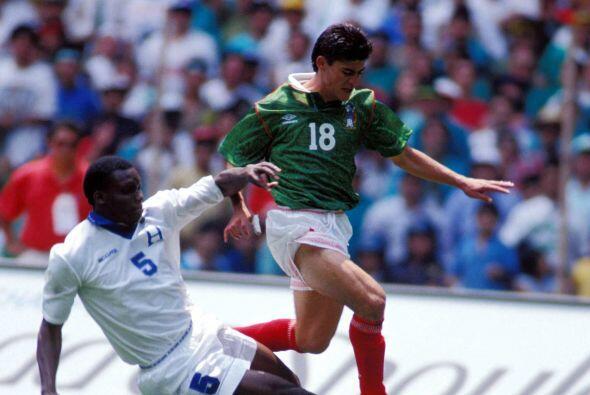 Esto hizo que Miguel encarara al hondureño chocando su frente contra la...