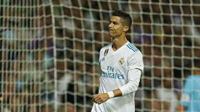 Cristiano Ronaldo, del Real Madrid, hace una mueca durante un encuentro...