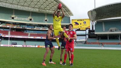Los jugadores del Villarreal probaron suerte en el rugby.