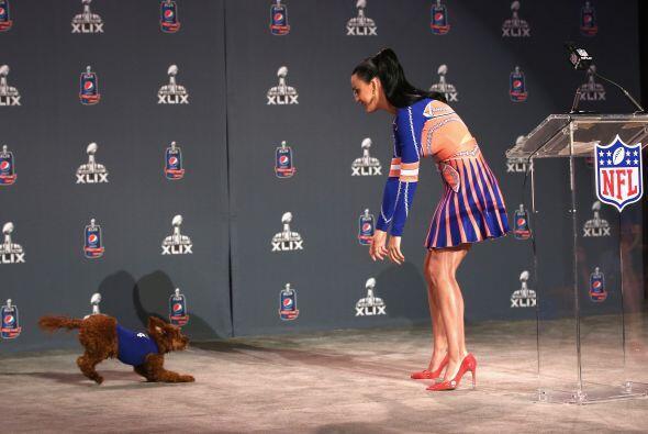 """Katy Perry llevó hasta su pequeña """"Butters""""."""