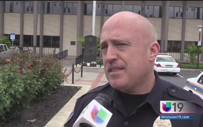 Policía de Stockton buscan a dos sospechosos de asaltar a una mujer a ma...