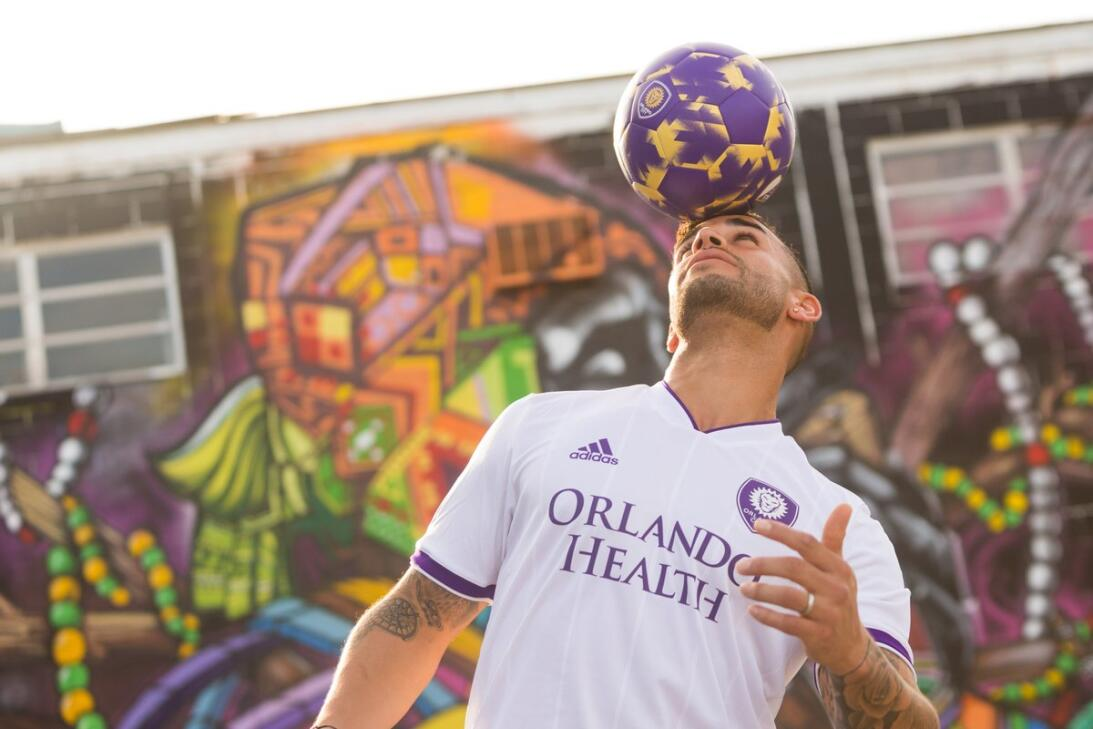 Orlando City uniforme alternativo 2018 Dom Dwyer