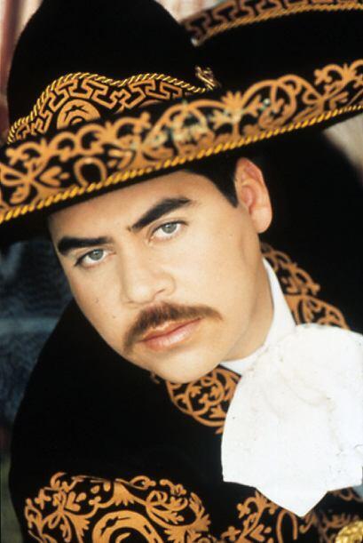 Ezequiel Peña, el 'Charro de los Ojos Verdes', usa un gran despliegue de...