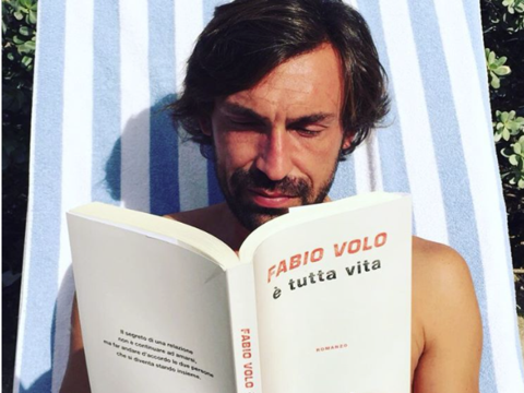 Sol, literatura y Pirlo. No puede fallar para la hora del relax en Puert...