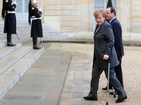 El presidente francés, Francois Hollande da la bienvenida a la ca...