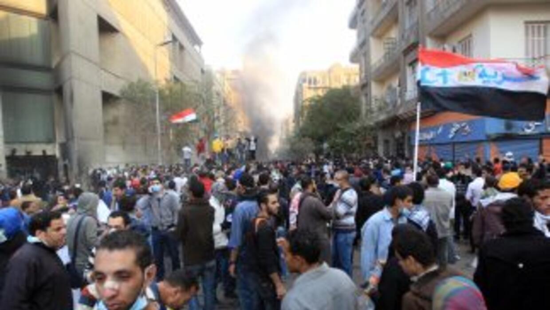 Los manifestantes volvieron a las calles 10 meses después de la caída de...