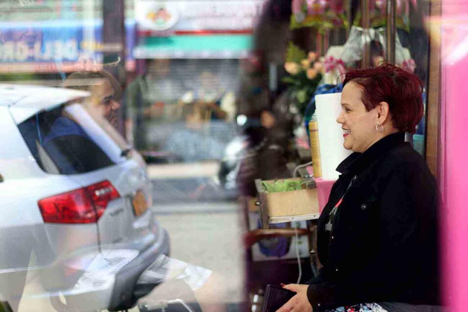 Cómo funcionan los préstamos de barrio entre los latinos de Nueva York b...