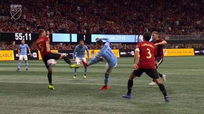 Valentín Castellanos remata de media vuelta, pero Brad Guzan le niega el gol con increíble atajada