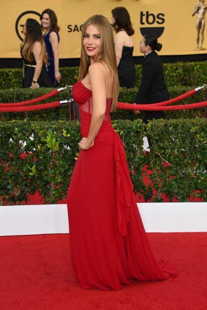 Sin lugar a dudas, otra vez acertó Sofía con este vestido carmesí.