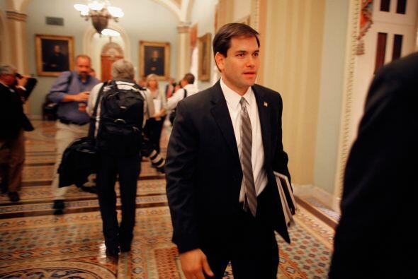 Entre los flamantes legisladores que asumieron está Marco Rubio, por el...