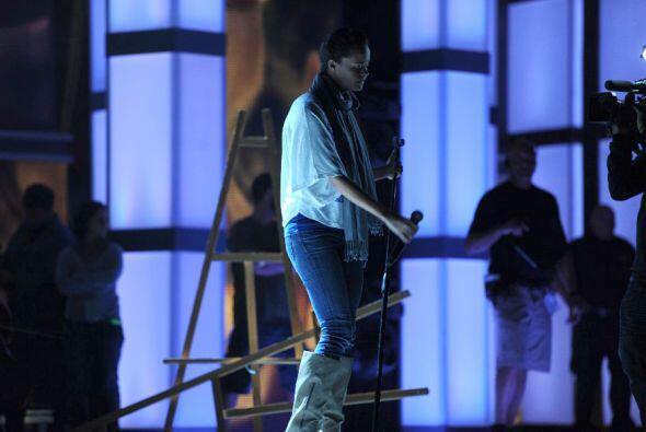 La cantante española atendió cada detalle en su ensayo.