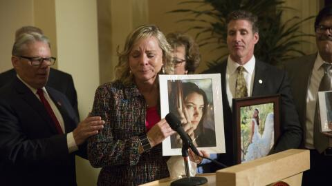 En esta fotografía del 11 de septiembre de 2015, Debbie Ziegler, madre d...