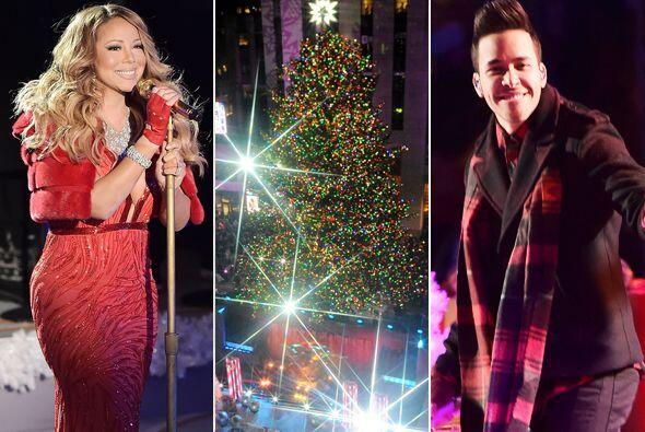Como ya es una tradición, la cantante amenizó el encendido del árbol de...
