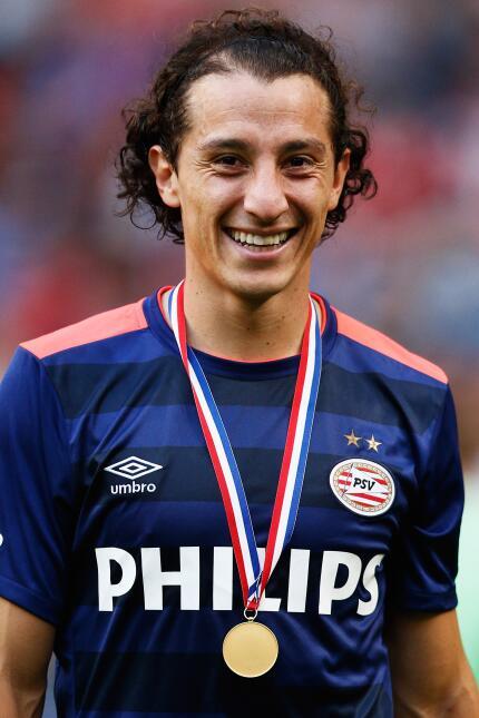 Andrés Guardado de ha ganado todo el respeto en el PSV y es uno de los f...