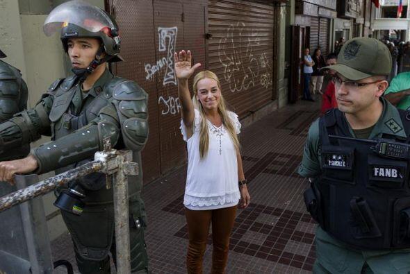 La esposa del líder opositor venezolano Leopoldo López , Lilian Tintori,...