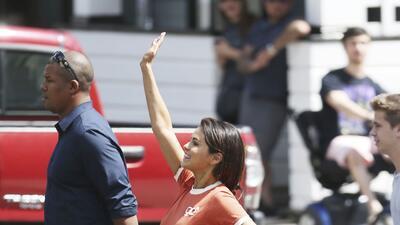 Selena Gómez ya tiene quien la consienta (Justin Bieber no es el único bien acompañado)