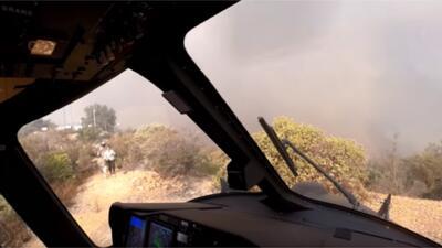 En video: Así fue el rescate de dos personas atrapadas en una montaña por el incendio Woolsey
