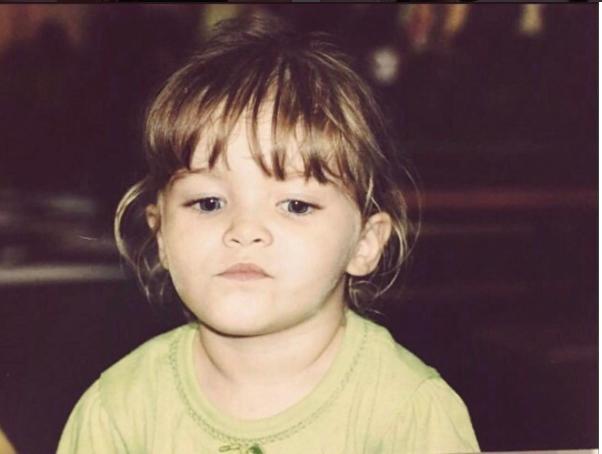 Nació en Monterrey, Nuevo León, el 25 de septiembre de 1995.