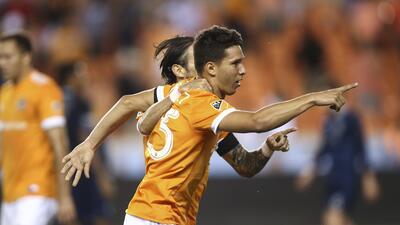 Tomas Martínez y Vicente Sánchez festejan gol. Houston Dynamo vs. Sporti...