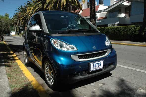 El smart es un auto para dos personas, que no gasta gasolina, está bonit...