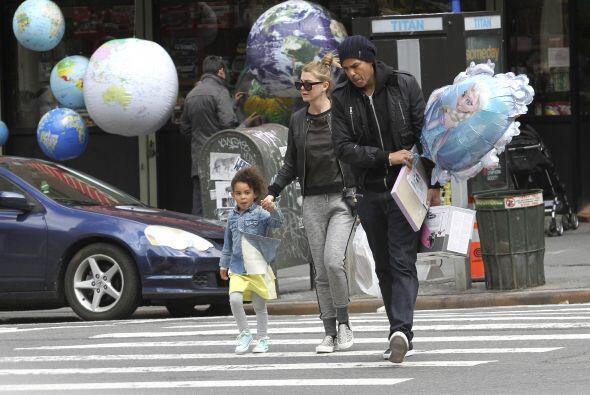 La actriz de TV, Ellen Pompeo sale con su hijo y no pierde oportunidad p...