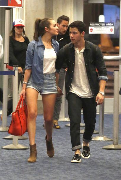 ¿Pero qué hacían en el aeropuerto? Posiblemente iban regresando de Hawaii.