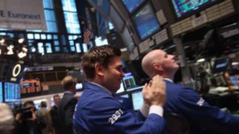 El principal índice accionario en Wall Street recupera puntos tras la pa...