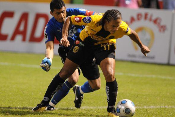 Real España entró al cuadro de honor en Honduras derrotando al Olimpia e...