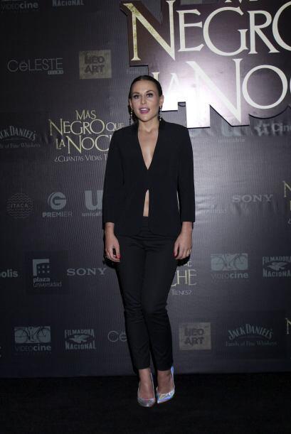 "Zuria Vega acudió al estreno de la cinta ""Más negro q..."