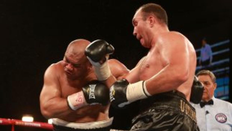 Ustimov castiga a David Tua en ruta a su triunfo por decisión unánime.