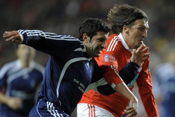 El portugués Luis Figo regresó del retiro para jugar en este noble encue...